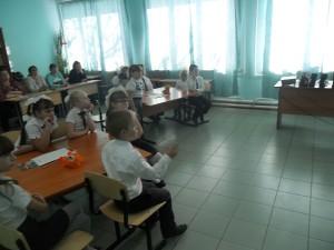 ученики 3 класса обсуждают меню